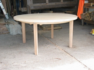 4-legged round table